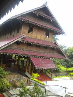 Provinsi Sulawesi Tenggara Rumah Tradisional Istana Buton / Malige