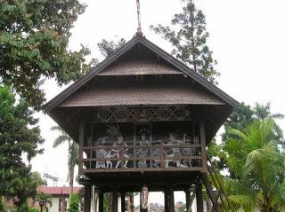 Provinsi Kalimantan Timur Rumah Tradisional Lamin