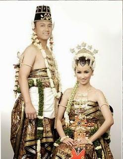 Pakaian Tradisional Daerah Istimewa Yogjakarta