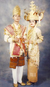 Pakaian Adat Provinsi Lampung