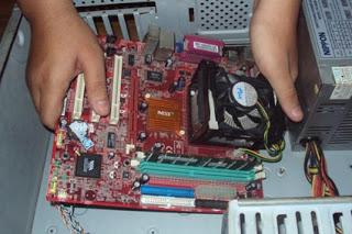 Memasang Motherboard