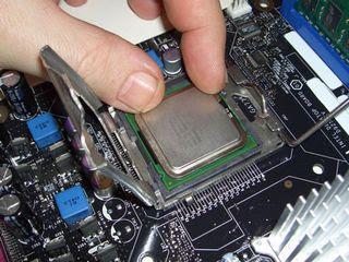 Memasang Processor ke Motherboard